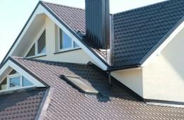 Металлочерепица: преимущества и недостатки ее применения в строительстве