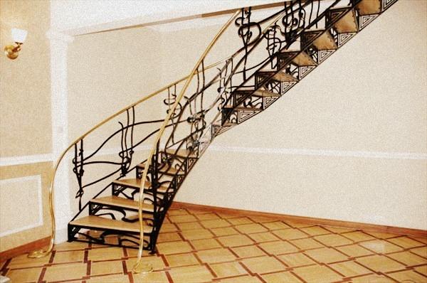Кованые лестницы как элемент декора интерьера
