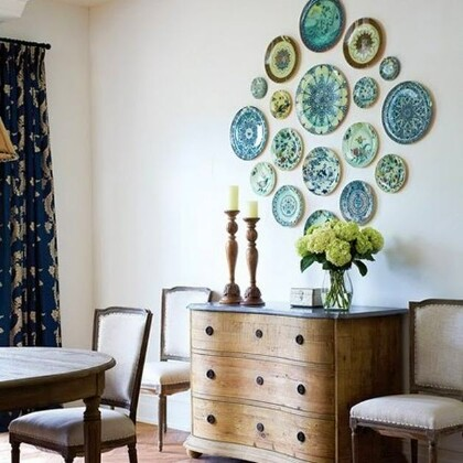 Как украшать стены тарелками