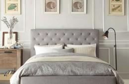 Кровать со стеганным изголовьем в интерьере спальни