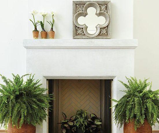 Декорируем камин в теплое время года
