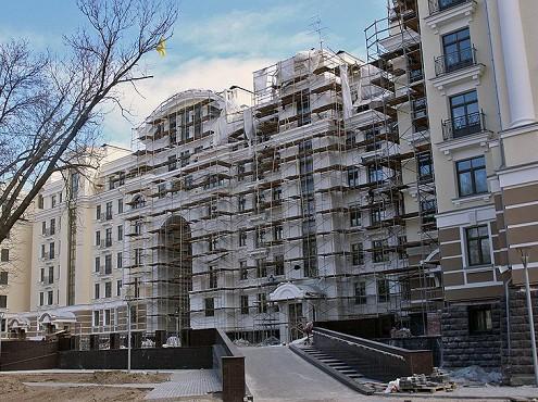 За лето сделки по покупке элитного жилья сократились на 12%