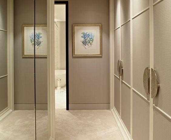 Мебель в длинном коридоре: 6 полезных советов от профи