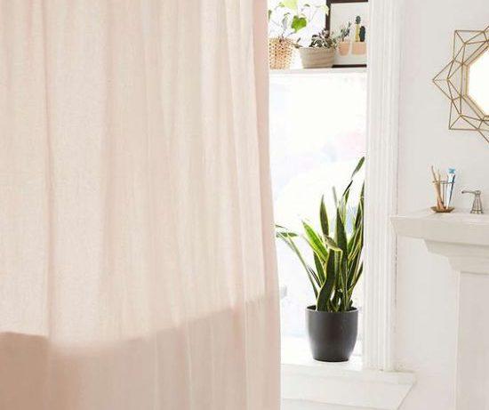 Какие бывают шторки для ванной и как выбрать хорошую