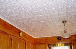 Отделка потолка плиткой