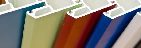 Цветные пластиковые окна, преимущества и решения