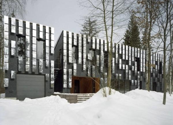 Зеркала на фасадах домов