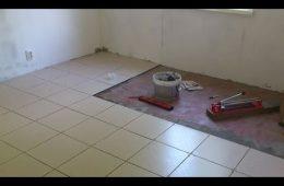 Как положить керамическую плитку на деревянный пол