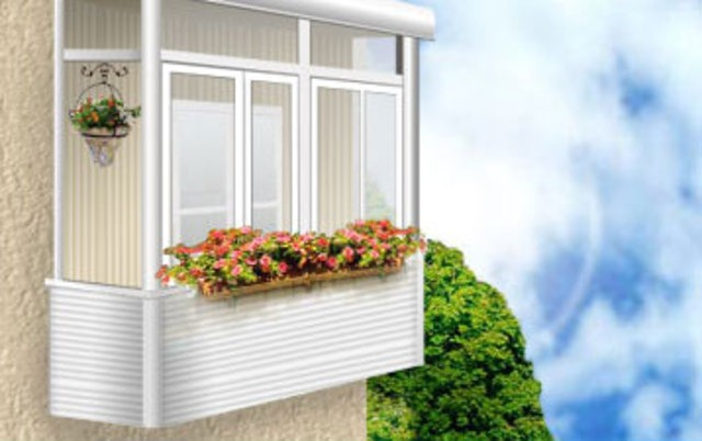 Остекление балконов и лоджий: в чем преимущества услуги?