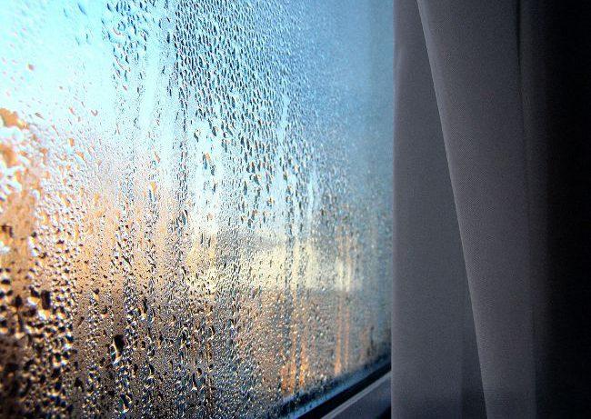 Почему пластиковые окна потеют зимой?
