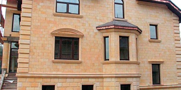 Фасады из натурального камня песчаника