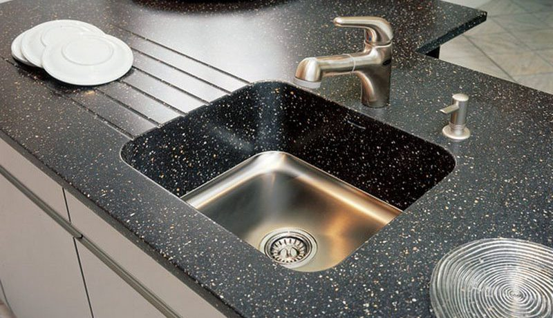 Глянцевые поверхности в интерьере кухни