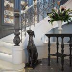 Лестница на второй этаж: современные варианты оформления для дома и квартиры