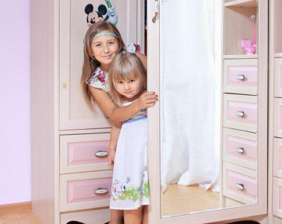 Простые идеи обустройства гардероба в детской