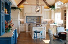 Добавим красок: цветная мебель для яркого и красивого интерьера