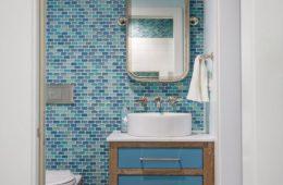 Морской интерьер: стильная ванная комната — это просто