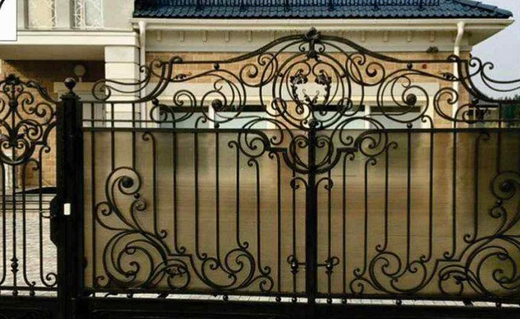 Кованые заборы и ворота — украшение вашего дома