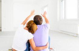 Как очистить потолок от старой побелки без грязи?