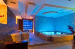 Какие материалы выбрать для отделки потолка в ванной?